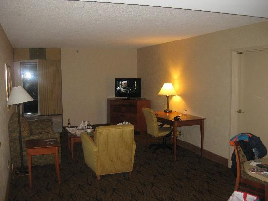 Hampton Inn Boston-Logan Airport: Salon de la suite