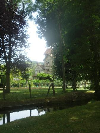 Moulin des Chennevieres: House as seen from its garden