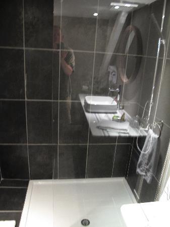 Casa Pairal: Modern Bath