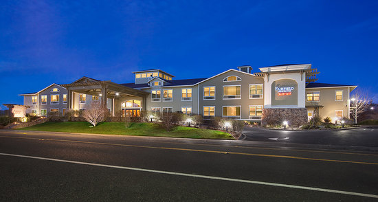 Sebastopol, CA: Our exterior at dusk