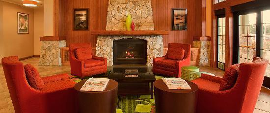 Fairfield Inn & Suites Santa Rosa Sebastopol : lobby
