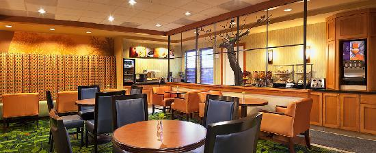 Fairfield Inn & Suites Santa Rosa Sebastopol: Breakfast room