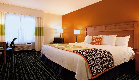 Fairfield Inn & Suites Santa Rosa Sebastopol: King guest room