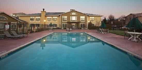 Fairfield Inn & Suites Santa Rosa Sebastopol: Pool