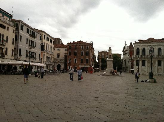 Palazzo Paruta : Plaza to look for