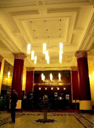 Peking Hotel : Hotel lobby