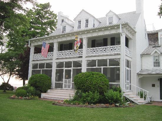 Wades Point Inn on the Bay: Front of house