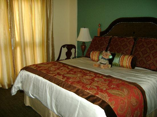 Rough Riders Hotel: Bedroom with king bed