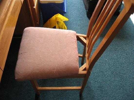 Cassandra Hotel: Broken chair in the room.