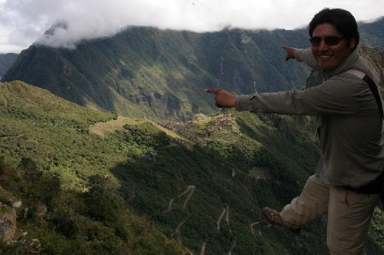 Private Tours Peru : David at Intipunku on the edge