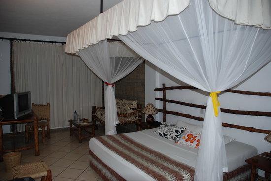 Kahama Hotel: Roomy room