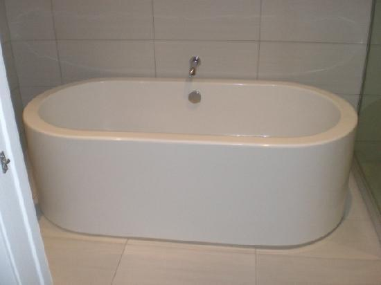 Regent of Rotorua: Regent soaker bath