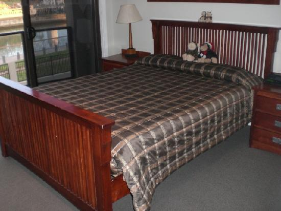 Portside Hotel - Heritage Collection: Nice bed