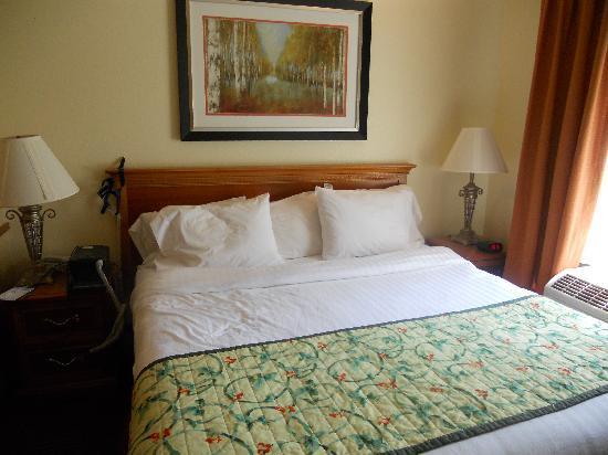 Fairfield Inn & Suites Cherokee : Bed