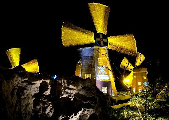 Lotte Hotel Jeju: Windmills at night
