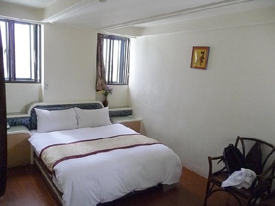 Lienfook Hostelry Hualien: room not too small