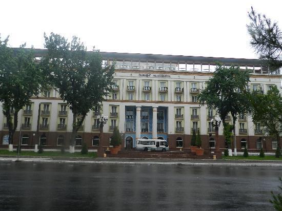 Lotte City Hotel Tashkent Palace: Outside view - Tashkent Palace hotel