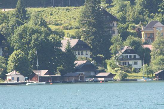 Hollweger: Hotel boathouse - centre of picture