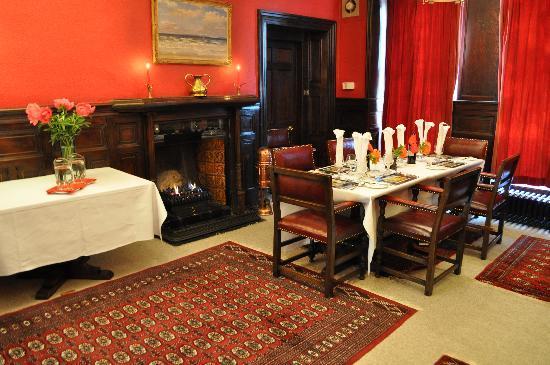 Knipoch Hotel: Redroom