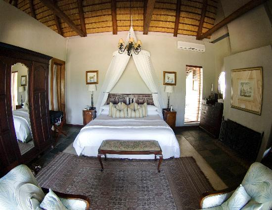 andBeyond Ngala Safari Lodge: Safari Suite bed room