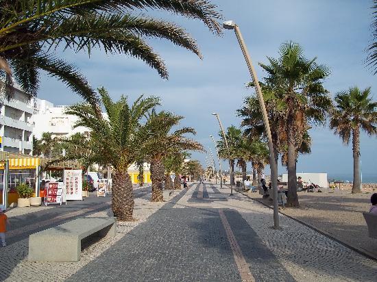 Quarteira, Portugal: strandpromenade