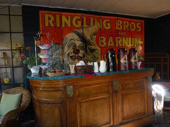 Villa Royale Inn: bar
