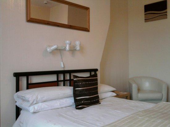 The Gaydon Hotel: double room