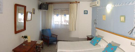 Hostal Altamar: room