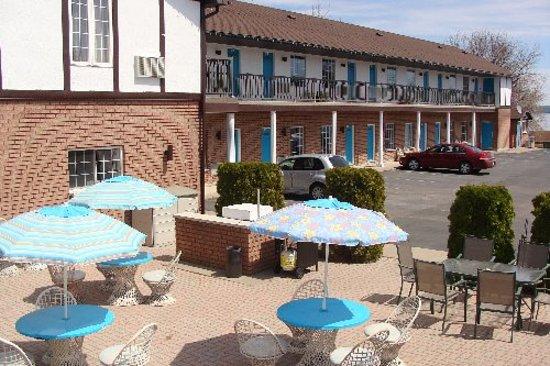 Leisure Inn Hotel : Leisure Inn Patio