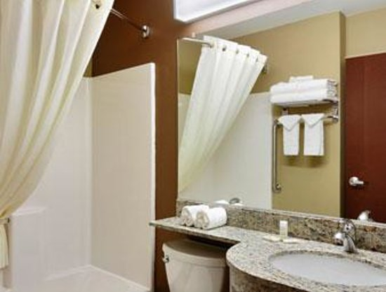 Microtel Inn & Suites by Wyndham Harrisonburg: Bathroom