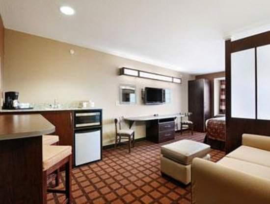 Microtel Inn & Suites by Wyndham Harrisonburg: Specialty Suite