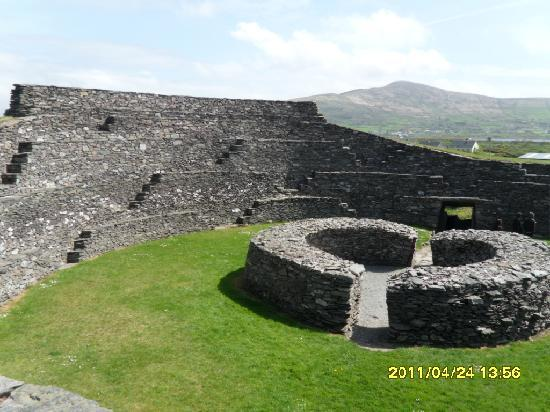 Cahergall Fort: The kids will happily play here for hours!