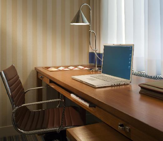 Days Hotel Allentown Airport/Lehigh Valley: Sapcious, comfortable work space