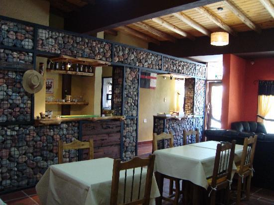 Hosteria Nomades : Barra