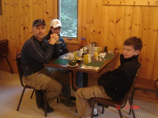 Tuscarora Lodge and Canoe Outfitters: Breakfast at Tuscarora - like a restaurant!