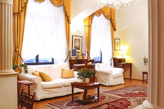 Louren Hotel: Reception/Lobby