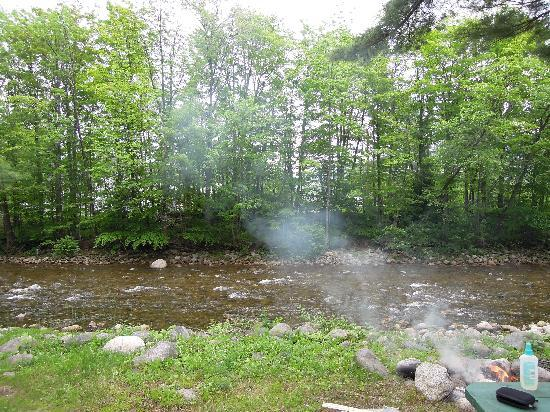 Montaup Cabins: Firepit and river