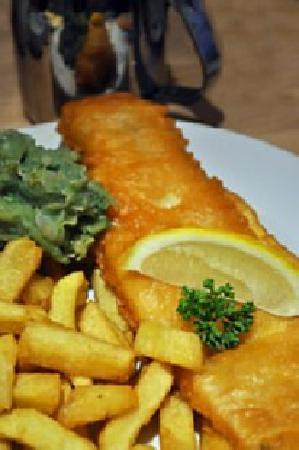 Pumpkins Bistro: Fish and chips