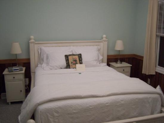 Cottages at Chesley Creek Farm: Ridge Bedroom