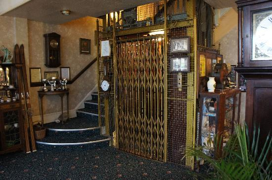 Walpole Bay Hotel: The Otis lift in all its glory