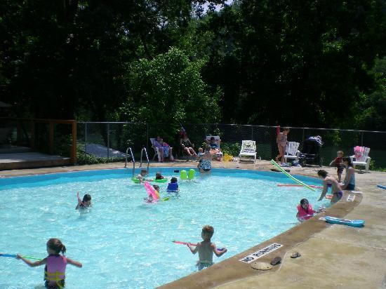 White Buffalo Resort: Summer Fun in the Pool!