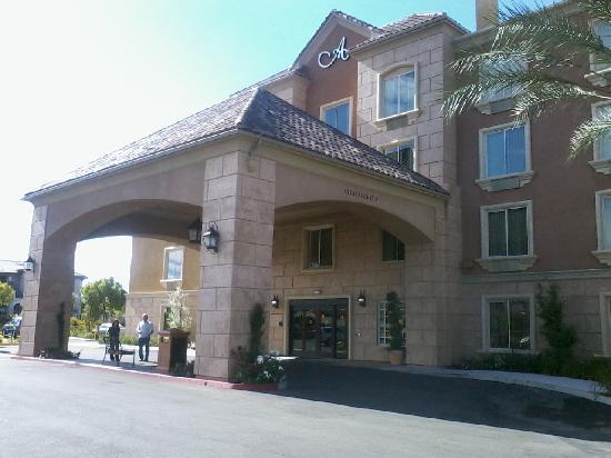 Moreno Valley, CA: front of hotel