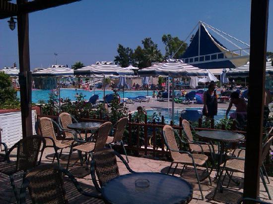 Sun Palace Hotel: Le bar de la piscine et 2 des piscines