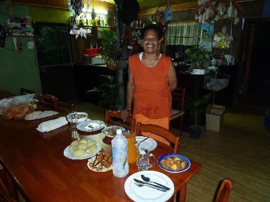 Danny's Village Homestay: Dinner time!