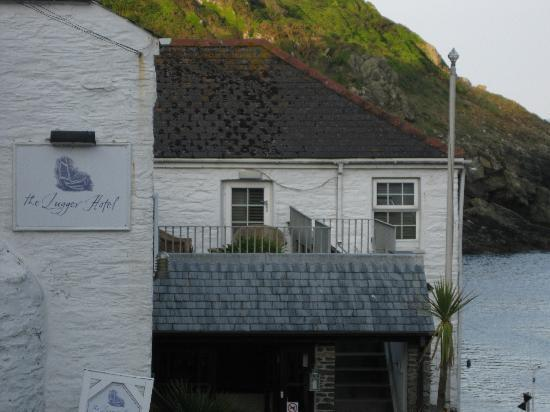 The Lugger Hotel: outside of hotel