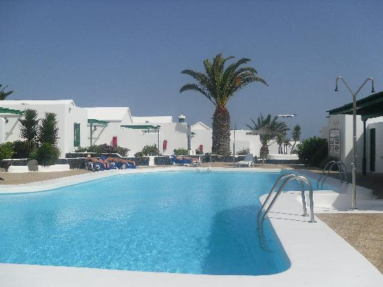 Apartamentos THe Las Gaviotas: the relaxing pool with no childrens section