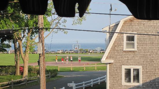 Falmouth Heights Motor Lodge: View of beach from room!