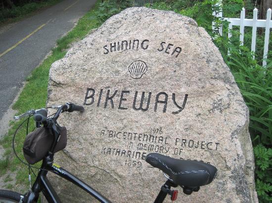 Falmouth Heights Motor Lodge: Bike Path