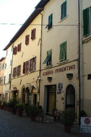 Sansepolcro, Italy: Front of the hotel and restaurant.