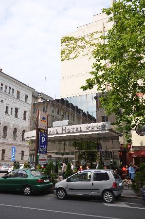Central Hotel: Exterior